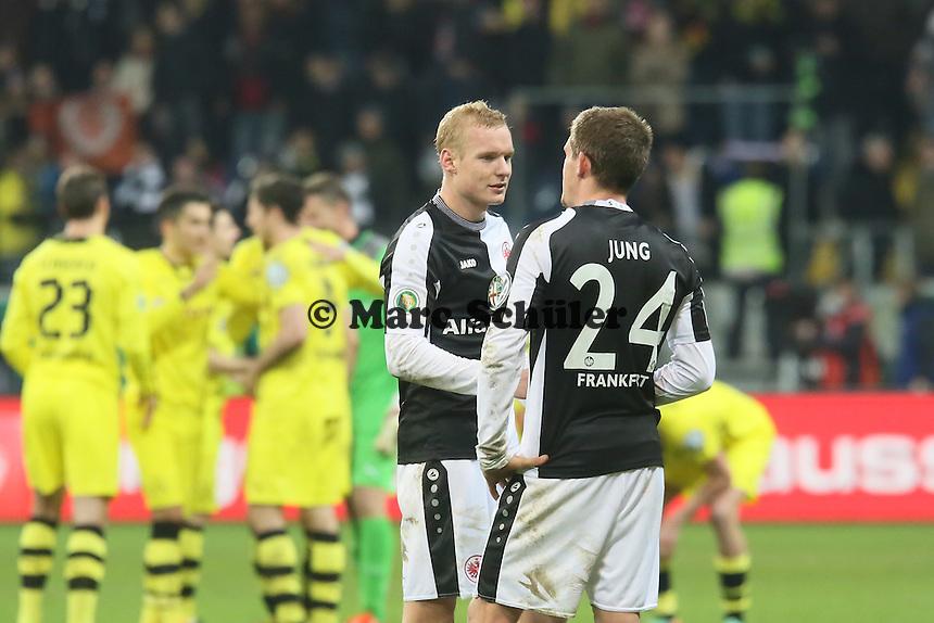 Sebastian Jung und Sebastian Rode (Eintracht) enttaeuscht, dahinter jubelt Dortmund- Eintracht Frankfurt vs. Borussia Dortmund, DFB-Pokal Viertelfinale