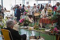 France, Aquitaine, Pyrénées-Atlantiques, Béarn, Pau : Les Halles de Pau, le Carreau des producteurs, marché fermier //  France, Pyrenees Atlantiques, Bearn, Pau: Covered market,