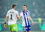 Solna 2014-03-31 Fotboll Allsvenskan AIK - IFK G&ouml;teborg :  <br /> G&ouml;teborgs Jakob Johansson tackar G&ouml;teborgs m&aring;lvakt John Alvb&aring;ge efter matchen<br /> (Foto: Kenta J&ouml;nsson) Nyckelord:  AIK Gnaget Solna IFK G&ouml;teborg Bl&aring;vitt jubel gl&auml;dje lycka glad happy