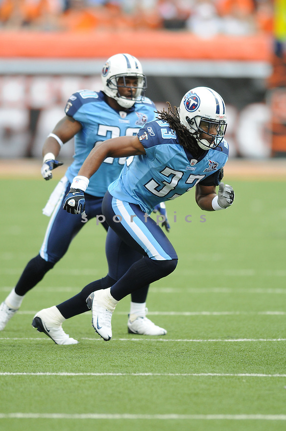 MICHAEL GRIFFIN, of the Tennessee Titans , in action during the Titans game against the Cincinnati Bengals in Cincinnati , Ohio on September 15, 2008..The Tennessee Titans won 24-10