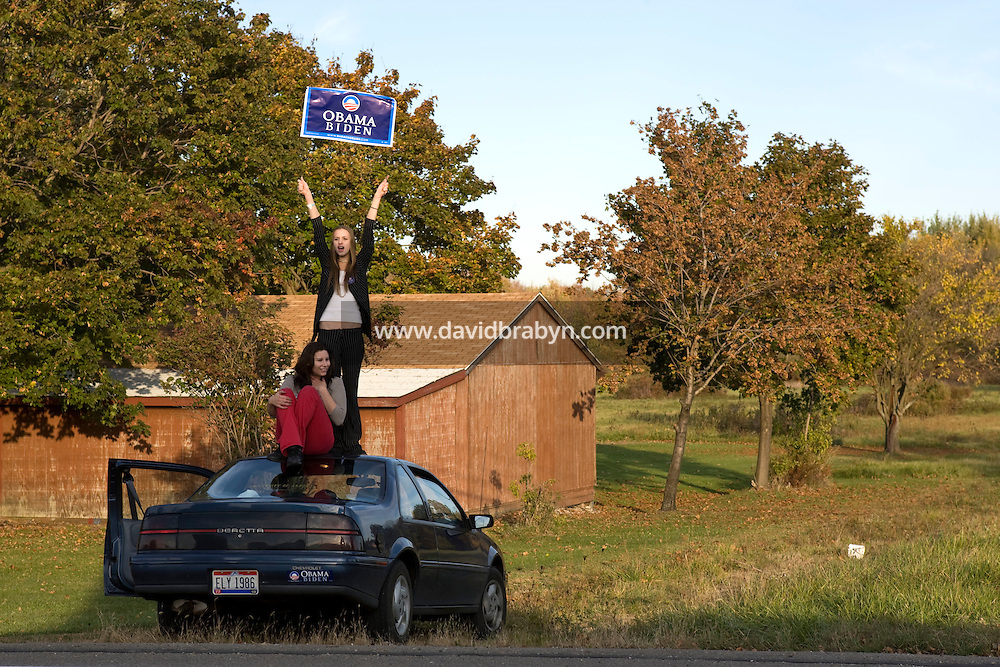 Aurora Crow (holding sign), 19 years-old, and Lisa Reali, 24, demonstrate in favor of Barack Obama by the side of he road in Uniontown, OH, United States, 22 October 2008.