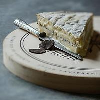 France, Seine-et-Marne (77), Tournan-en-Brie, lieu dit Favières,  Brie de Meaux truffé à la ferme des Trente Arpents // France, Seine et Marne, Tournan en Brie, a Place called Favieres,   farmer Brie de Meaux truffled at Trente Arpents farm - Stylisme : Valérie LHOMME