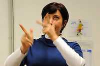 Lingua dei Segni Italiana.Gruppo S.I.L.I.S. organizza corsi per assistente alla comunicazione e corsi di lingua dei segni. Corsi di Lingua dei Segni Italiana (LIS), per persone udenti e persone sorde. Formazione di Interpreti LIS..Italian Sign Language. Group S.I.L.I.S. organize courses for assistant in communication and language of signs. Courses of Italian Sign Language (LIS) for hearing and deaf people. Training of Interpreters LIS..