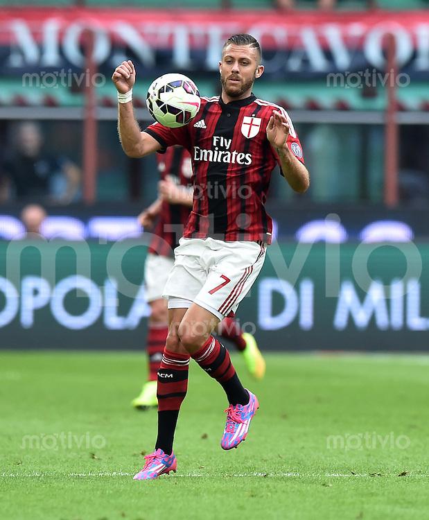 FUSSBALL INTERNATIONAL   SERIE A   SAISON  2014/2015   01. Spieltag AC Mailand - Lazio Rom                      31.08.2014 Jeremy Menez (AC Mailand) am Ball
