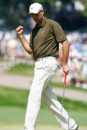 14 August 2009:  Stewart Cink reacts to making a birdie putt on the 4th hole during the second round of the 91st PGA Championship at Hazeltine National Golf Club in Chaska, Minnesota. (Photo:Charles Baus/Actionplus)