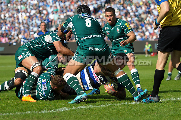 Matt Banahan of Bath Rugby scores a try in the first half. Aviva Premiership match, between Bath Rugby and London Irish on May 5, 2018 at the Recreation Ground in Bath, England. Photo by: Patrick Khachfe / Onside Images