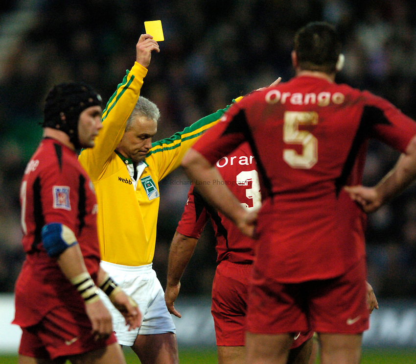 Photo: Richard Lane..Northampton Saints v Toulouse. Heineken Cup. 04/12/2004..Referee Alan Lewis sends Omar Hassan to the sin bin.