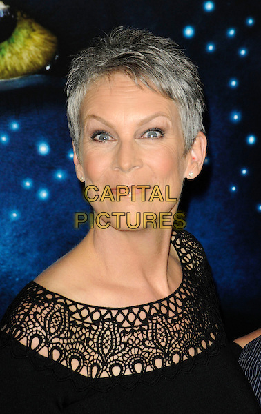 """JAMIE LEE CURTIS.The Los Angeles premiere of """"Avatar"""" at Grauman's Chinese Theatre in Hollywood, California, USA..December 16th, 2009.headshot portrait black crochet wide eyes funny face.CAP/ROT.©Lee Roth/Capital Pictures"""
