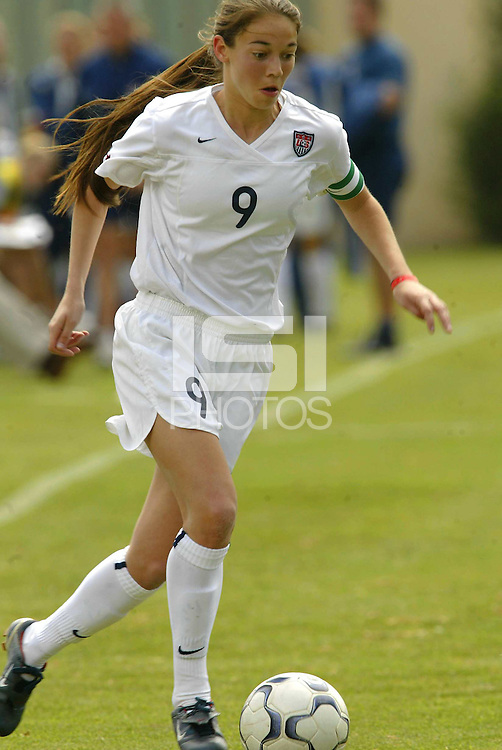 18 February 2004: Kerri Hanks of the United States, during the friendly game against Mexico, in Mexico City. Mexico won 2-1.MEXSPORT/OMAR MARTINEZ/ISI