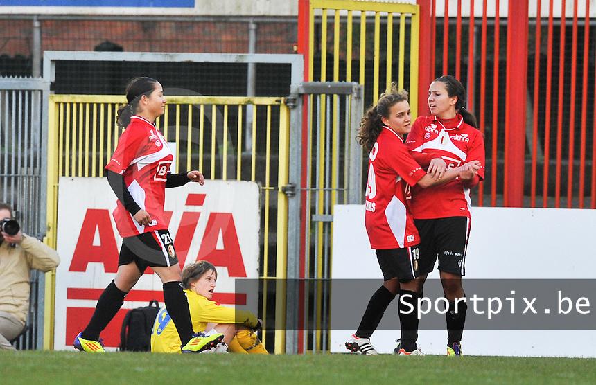 1/2 Halve finale Beker van Belgie ; Waasland Beveren Sinaai Girls - Standard Femina de Liege : vreugde bij Davina Philtjens en Vanity Lewerissa.foto DAVID CATRY / Vrouwenteam.be