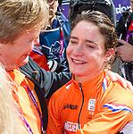 Engeland, London, 29 juli 2012.Olympische Spelen London.Mariaane Vos van Oranje wint de gouden Medaille bij de wegwedstrijd op de Olympische spelen en wordt gefeliciteerd door de kroon Prins Willem Alexander en Maxima