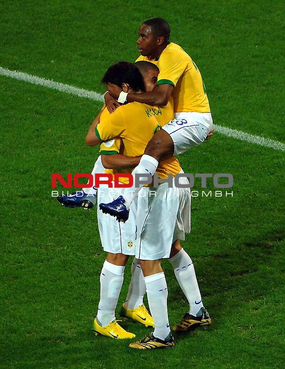FIFA WM 2006 -  Gruppe F Vorrunde ( Group AF)  <br /> Play   #43 (22-Jun) - Japan vs Brasilien  1 - 4<br /> <br /> The Brasilienplayer after the match happy with Ronaldo.<br /> Foto &copy; nordphoto