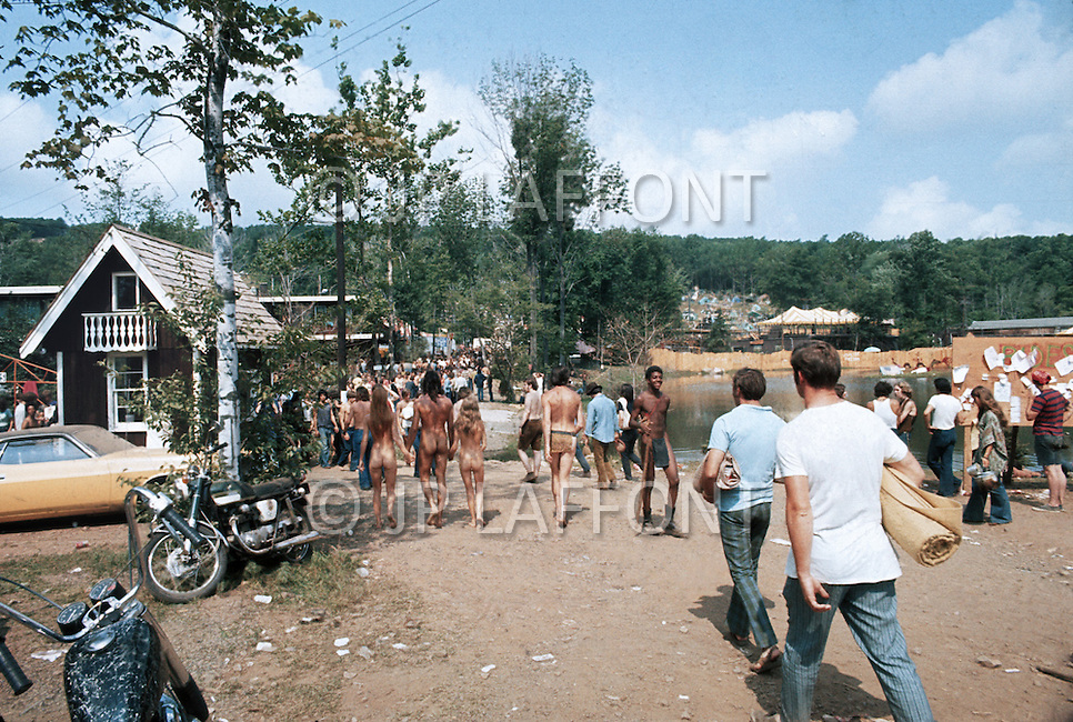 Powder Ridge, Middlefield, CT, USA, August 1, 1970. Due to a legal injunction the Rock Festival planned in the local Ski Area was prohibited by the local authorities. Nonetheless 30'000 ticketholders gathered anyway to the location, setting up camps for the whole weekend. The amount of drugs circulating in the area (especially lysergic substances) reached dangerous levels, leading to a consistent number of medical emergencies due to drug abuses.