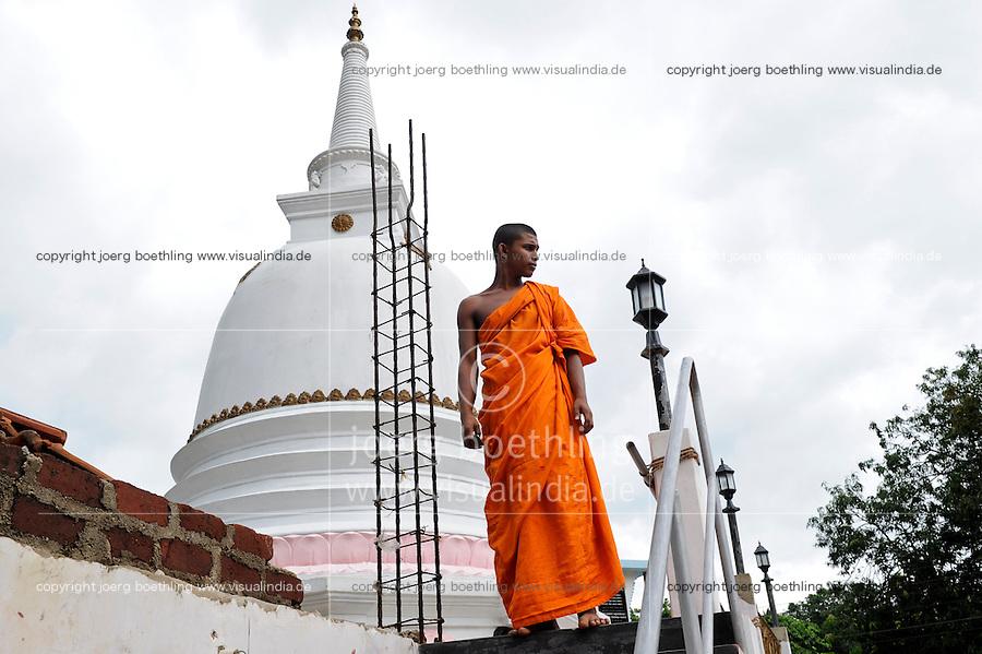SRI LANKA, new buddhist stupa construction is going on after war against  the LTTE tamil tigers / SRI LANKA, nach dem Sieg gegen die LTTE Tamil Tiger werden in tamilischen Gebieten auffaellig viele neue buddhistische Stupa gebaut und Singhalesen angesiedelt