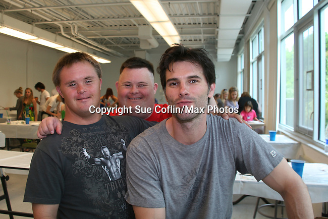 As The World Turns' Austin Peck poses with Frankie & Troy as he donates his time at the 12th Annual SoapFest - Painting Party to benefit Marco Island YMCA, theatre program & Art League of Marco Island on May 15, 20010 on Marco Island, FLA. (Photo by Sue Coflin/Max Photos)