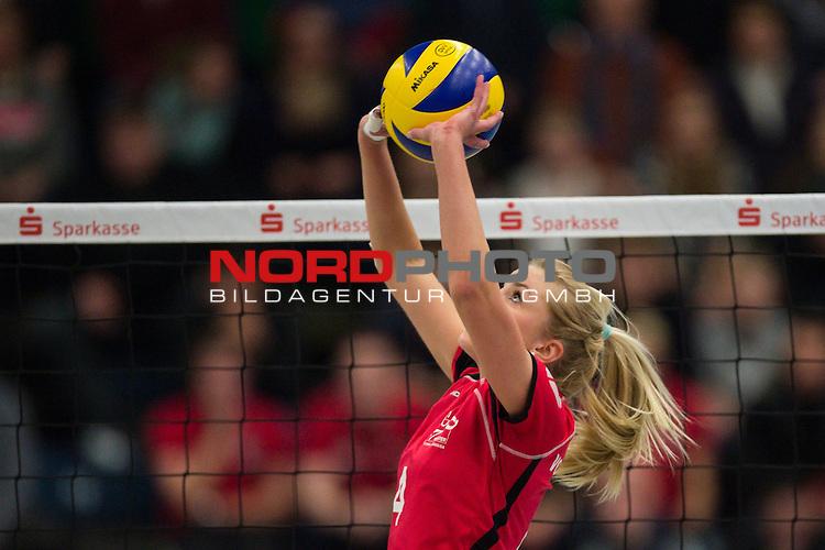 21.02.2015, Halle Berg Fidel, Muenster<br /> Volleyball, Bundesliga Frauen, USC M&uuml;Ÿnster / Muenster vs. Rote Raben Vilsbiburg<br /> <br /> Zuspiel Tess von Piekartz (#4 Muenster)<br /> <br />   Foto &copy; nordphoto / Kurth