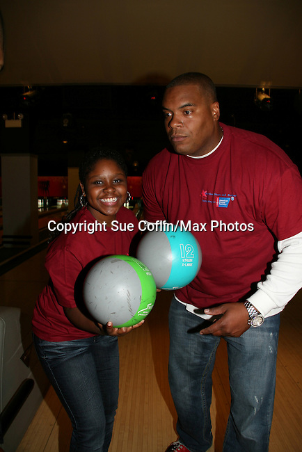 Shenell Edmonds - Sean Ringgold bowl at the 2009 Daytime Stars and Strikes to benefit the American Cancer Society to benefit the American Cancer Society on October 11, 2009 at the Port Authority Leisure Lanes, New York City, New York. (Photo by Sue Coflin/Max Photos)
