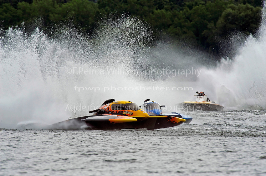 Frank Campeau, CE-5, CE-104 & Randy Bashaw, E-76, 5 Litre class hydroplanes.Syracuse Hydrofest, Onondaga Lake, Syracuse, NY.20/21 June, 2009, Dayton, OH USA..©F. Peirce Williams 2009 USA.F.Peirce Williams.photography.ref: RAW (.NEF) File Available