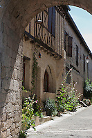 Europe/France/Midi-Pyrénées/32/Gers/La Romieu: Ruelle du village