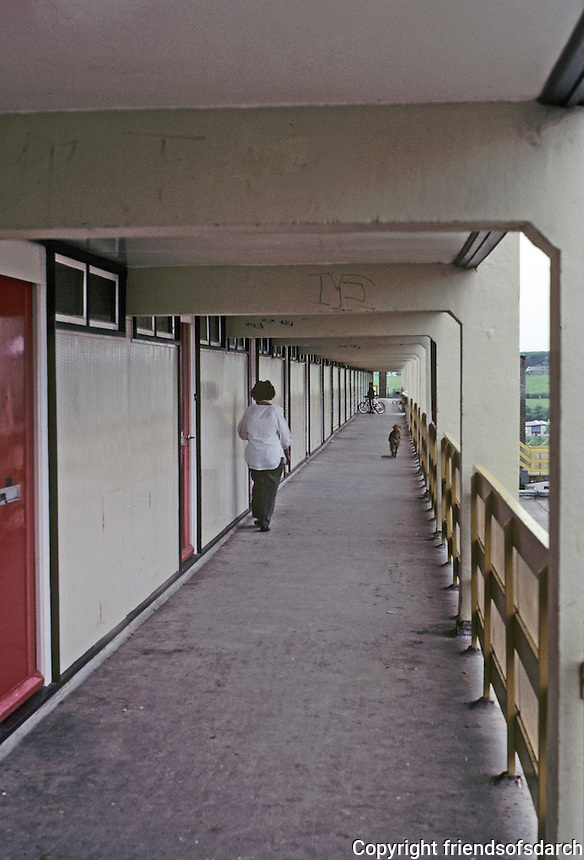 Cumbernauld: Housing--external aisle. Photo '90.