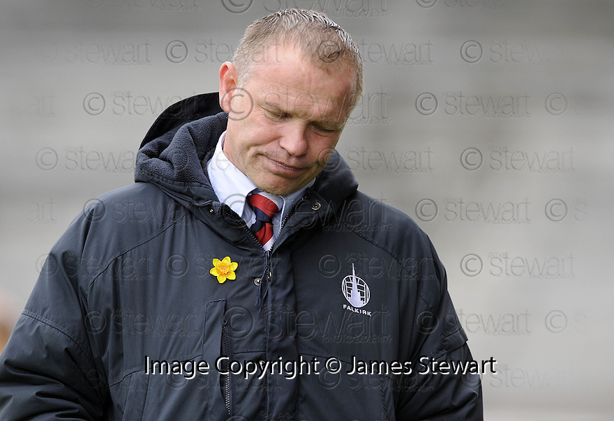 16/05/2009  Copyright  Pic : James Stewart.sct_jspa_12_falkirk_v_st_mirren.FALKIRK MANAGER JOHN HUGHES SEES HIS SIDE GO BACK TO THE BOTTOM OF THE SPL AFTER A 0-2 DEFEAT AT HOME TO ST MIRREN.....James Stewart Photography 19 Carronlea Drive, Falkirk. FK2 8DN      Vat Reg No. 607 6932 25.Telephone      : +44 (0)1324 570291 .Mobile              : +44 (0)7721 416997.E-mail  :  jim@jspa.co.uk.If you require further information then contact Jim Stewart on any of the numbers above.........