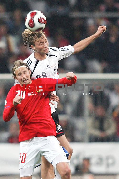 Qualifikation EM 2007 Gruppe: D - Deutschland (GER) vs. Tschechien (CZ). <br /> <br /> Simon Rolfes (Deutschland #38) gegen Jaroslav Plasil (Tschechien #20).<br /> <br /> <br /> Foto &copy; nph (  nordphoto  )<br /> <br /> <br /> <br />  *** Local Caption ***