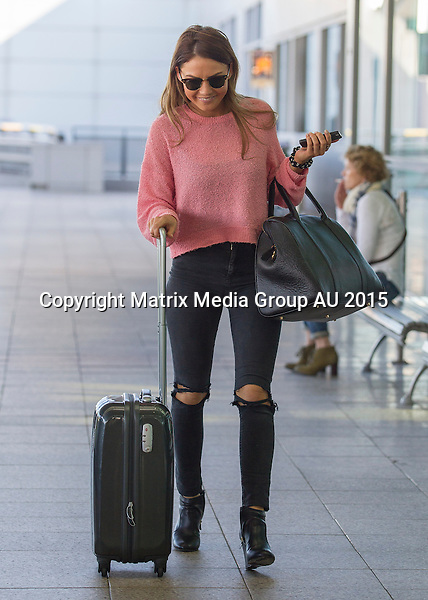 8 MAY 2015 SYDNEY AUSTRALIA<br /> <br /> NON EXCLUSIVE<br /> <br /> Sam Frost pictured at Sydney Domestic Airport on her way to Melbourne.