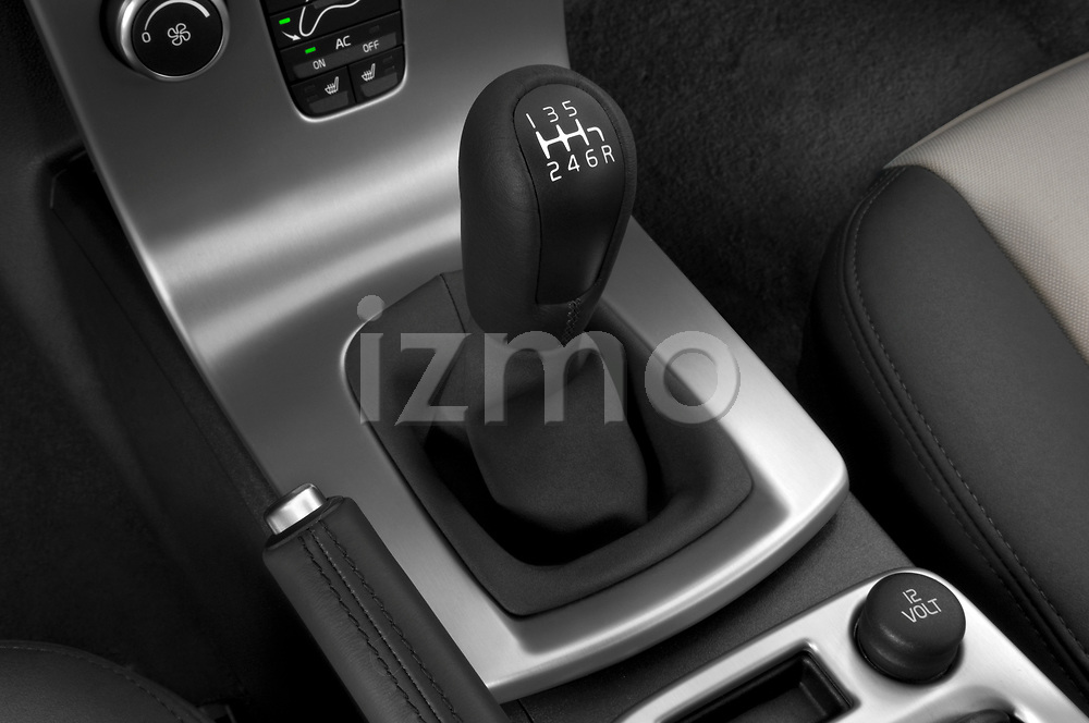 Gear shift stock photos of 2008 Volvo C30 T5 Version 2.0 2 Door Coupe detail view