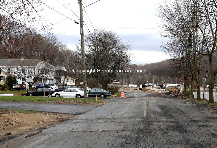 Waterbury, CT- 12 April 2017-041217CM03- Traffic on I84 can be seen off Plank Road in Waterbury on Wednesday.  Residents of the White City neighborhood in the East End are requesting a sound barrier to block noise from I-84. They claim noise from the highway traffic has gotten worse since the DOT's contractor removed trees in the area of Plank Road and Harpers Ferry Road.    Christopher Massa Republican-American