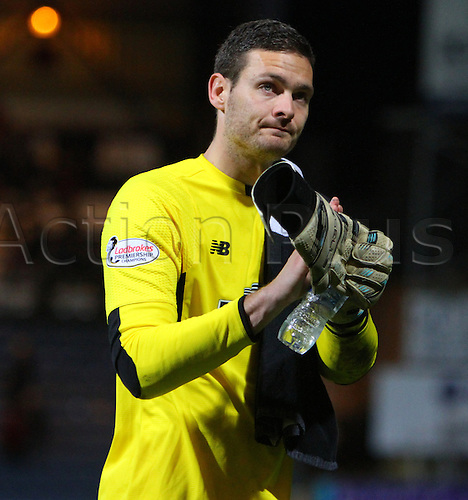 05.04.2016. Dens Park, Dundee, Scotland. Scottish Football Premiership Dundee versus Celtic. A dejected looking Craig Gordon applauds the fans as he leaves the park after the final whistle . The game ended in a dull 0-0 draw.