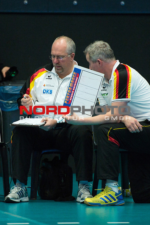 29.12.2013, Lotto Dome, Maaseik<br /> Volleyball, Belgien vs. Deutschland<br /> <br /> Mark Lebedew (Co-Trainer GER), Vital Heynen (Bundestrainer / Trainer GER)<br /> <br />   Foto &copy; nordphoto / Kurth