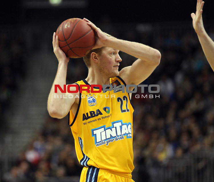03.01.2014, O2 world, Berlin, GER, 1.BBL, ALBA Berlin vs EWE Baskets Oldenburg, im Bild Jan-Hendrik Jagla (Alba Berlin)<br /> <br />               <br /> Foto &copy; nordphoto /  Schulz