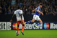 FUSSBALL   CHAMPIONS LEAGUE   SAISON 2012/2013   GRUPPENPHASE   FC Schalke 04 - Montpellier HSC                                   03.10.2012 Mapou Yanga-Mbiwa (li, MHSC) gegen Klaas Jan Huntelaar (re, FC Schalke 04)