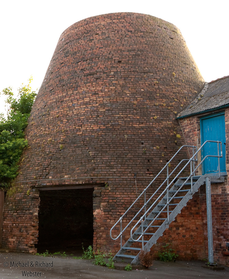 grade 2 listed building, Woodville pottery bottle kiln, built 1833, closed in 1903,