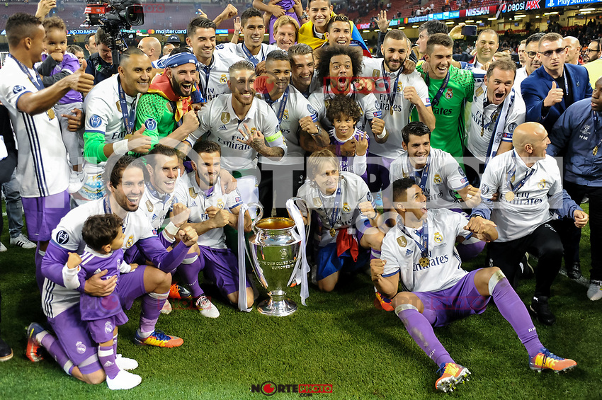 Real Madrid celebrate the winning of the Champions League during the UEFA Champions League Final match between Real Madrid and Juventus at the National Stadium of Wales, Cardiff, Wales on 3 June 2017. Photo by Giuseppe Maffia.<br /> <br /> Giuseppe Maffia/UK Sports Pics Ltd/Alterphotos /nortephoto.com
