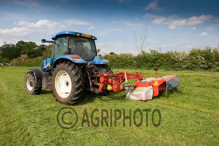 Cutting grass for Silage to feed suckler cows at Croft Farm,Uffington,Stamford,Lincolnshire..Picture Tim Scrivener date taken 30th May 2012. Mobile 07850 303986 e-mail tim@agriphoto.com. ....covering agriculture in the Uk....