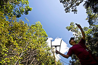 Porto Seguro_BA, Brasil...Pesquisador  em  uma Reserva Particular do Patrimonio Natural (RPPN)...A researcher in a Private Reserve of Natural Heritage (RPPN)...Foto: JOAO MARCOS ROSA / NITRO