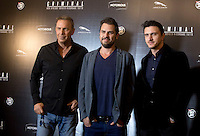 Il regista Ariel Vromen, al centro, posa con gli attori Kevin Costner, a sinistra, e Dragos Savulescu, durante un photocall per la presentazione del suo film 'Criminal' a Roma, 8 aprile 2016.<br />