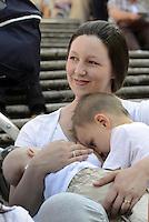 Roma, 4 Ottobre 2014<br /> Scalinata di Piazza di Spagna.<br /> Flash mob con allattamento al seno collettivo per promuovere l'allattamento e celebrare la SAM.<br /> Il Flash Mob rivendica il diritto delle donne di sentirsi libere di allattare in qualsiasi luogo, e non solo tra le mura domestiche o segregate in un bagno pubblico.<br /> L'iniziativa è promossa da MAMI, Movimento Allattamento Materno Italiano, in contemporanea in numerose città italiane mamme allattano bimbi e bimbe alle 10, 30.<br /> Mamma allatta contemporaneamente 2 figli.<br /> Rome, October 4, 2014 <br /> Steps of Piazza di Spagna. <br /> Flash mob with breastfeeding collective to promote breastfeeding and celebrate the SAM. <br /> The Flash Mob claims the right of women to feel free to breastfeed anywhere, not just in the home or segregated in a public bathroom. <br /> The initiative is promoted by MAMI, Movement Breastfeeding Italian, simultaneously in several Italian cities lactating mothers babies at 10, 30. a.m.