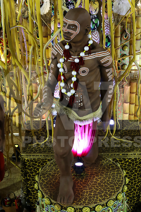RIO DE JANEIRO, RJ, 17.02.2015 - CARNAVAL 2015 - RIO DE JANEIRO - GRUPO ESPECIAL / IMPERATRIZ LEOPOLDINENSE - Detalhe do carro abre-alas da escola de samba Imperatriz Leopoldinense durante desfile do grupo especial do Carnaval do Rio de Janeiro, na madrugada desta terça-feira, 17. (Foto: Gustavo Serebrenick / Brazil Photo Press)