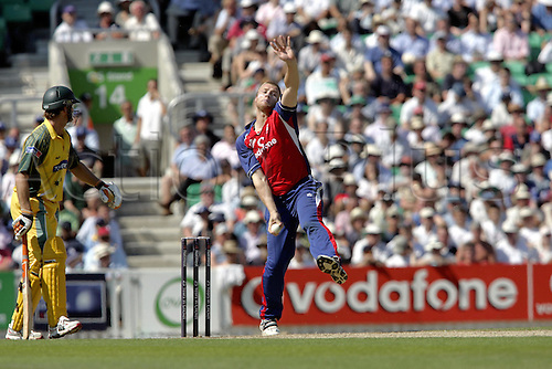 12 July 2005: English all-rounder Andrew Flintoff bowling during the final game in the NatWest Challenge played between England and Australia at The Oval, London. Australia won the match by eight wickets. Photo: Neil Tingle/Actionplus..050712 cricket 1 day one player bowler