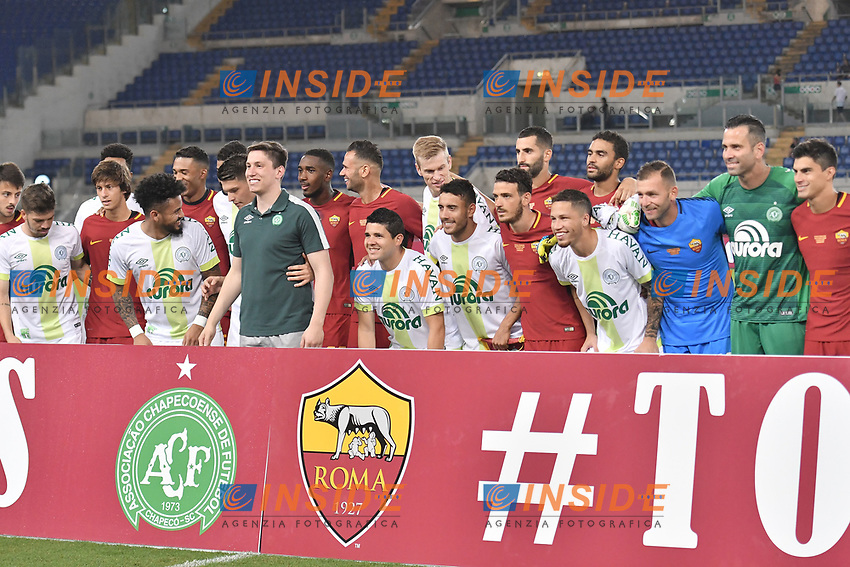 I giocatori mescolati a centrocampo <br /> Roma 01-09-2017 Stadio Olimpico Football Friendly match AS Roma - Chapecoense Foto Andrea Staccioli / Insidefoto