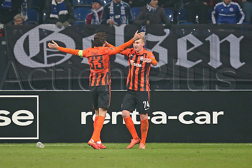 25.02.2016. Gelsenkirchen, Germany. Europa League Round of 32 Second Leg soccer match between Schalke 04 and FC Shakhtar Donetsk in the Veltins Arena in Gelsenkirchen, Germany. Goal; celebrations from Darijo Srna (Schachtar Donezk) and scorer Viktor Kovalenko (Donezk) for 0:3