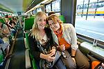 Weesp, 30 april 2011.Koninginnedag: feestvierders op weg naar Amsterdam CS..Foto Felix Kalkman