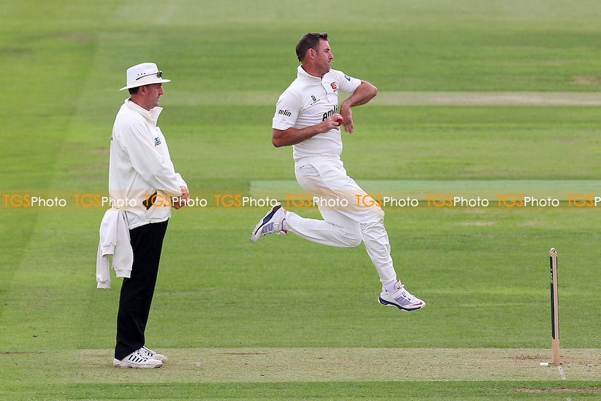 David Masters in bowling action for Essex - Hampshire CCC vs Essex CCC - LV County Championship Division Two Cricket at the Ageas Bowl, West End, Southampton - 15/06/14 - MANDATORY CREDIT: Gavin Ellis/TGSPHOTO - Self billing applies where appropriate - 0845 094 6026 - contact@tgsphoto.co.uk - NO UNPAID USE