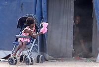 Una bambina nella tendopoli allestita per l'accoglienza dei migranti presso la stazione Tiburtina a Roma, 16 giugno 2015.<br /> A child plays in the tent camp set up near the Tiburtina railway station in Rome, 16 June 2015. Italy is facing a huge flow of migrants brought to Sicily after rescue at sea, many of whom are trying to join their relatives in northern Europe. <br /> UPDATE IMAGES PRESS/Riccardo De Luca