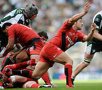 Twickenham, GREAT BRITAIN, Toulouses', Bryon KELLENER, feeds the ball out from the scrum, during the Heineken, Semi Final, Cup Rugby Match,  London Irish vs Toulouse, at the Twickenham Stadium on Sat 26.04.2008 [Photo, Peter Spurrier/Intersport-images]