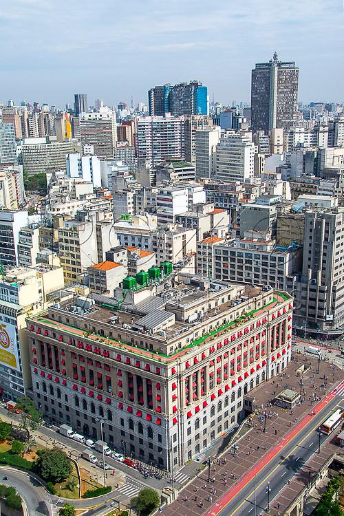 Vista de cima do Shopping Light no edifício Alexandre Mackenzie de 1929, São Paulo - SP, 08/2016.