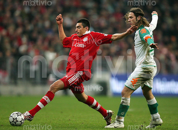 Fussball Bundesliga FC Bayern Muenchen - SV Werder Bremen LUCIO (FCB, l) gegen Torsten FRINGS (Werder).