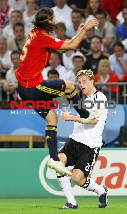 UEFA Euro 2008 Final Match 31 Wien - Ernst-Happel-Stadion. Deutschland ( GER ) - Spanien ( ESP ). <br /> Sergio Ramos ( Spanien / Verteidiger / Defender / Real Madrid #15 ) (l) im Kampf um den Ball mit Marcell Jansen ( Germany / Verteidiger / Defender / Bayern Muenchen #02 ) (r).<br /> Foto &copy; nph (  nordphoto  )